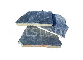 Eskola - Gnais verde inchis, formă neregulată (poligonală), cu grosime de 1,5 - 2,5 cm, este disponibil în plăci mici şi plăci mari
